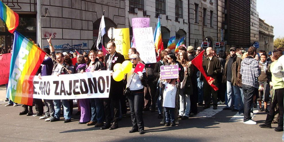 La marche des fiertés 2010 à Belgrade était une première après 10 ans de discrimination. © AI