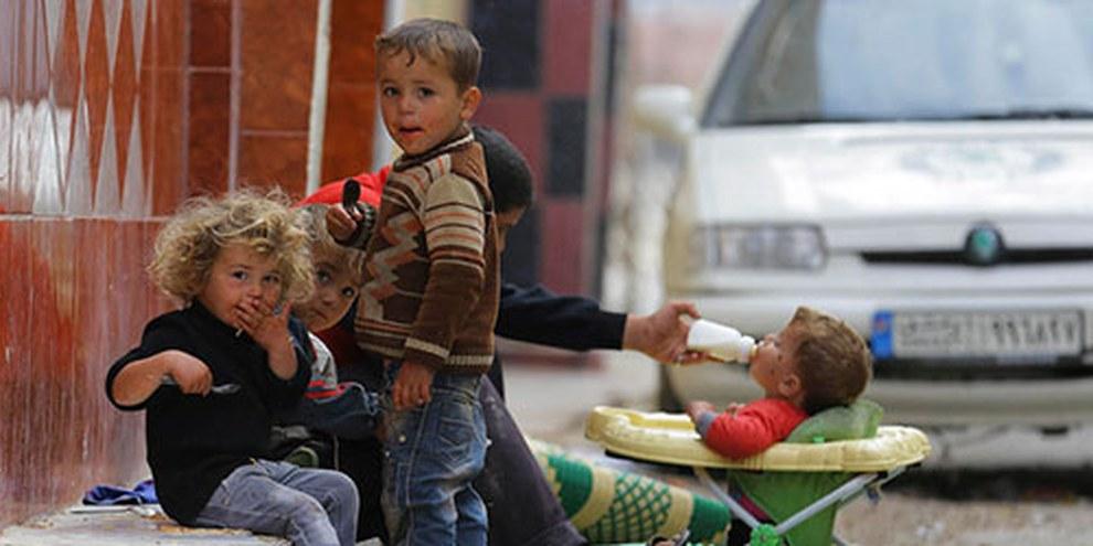 Les enfants de Moadamiya al-Cham ne sont pas épargnés par la faim. © Reuters