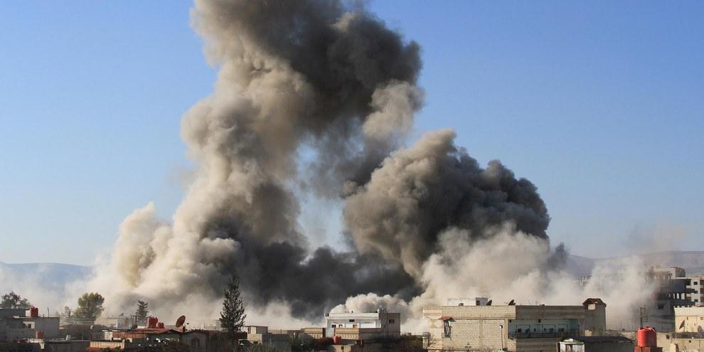 Depuis juin, plus de 100 civils auraient péri lors d'attaques de la coalitiondans la zone de Manbij contrôlée par le groupe armé autoproclamé État islamique.© FADI DIRANI/AFP/Getty Images