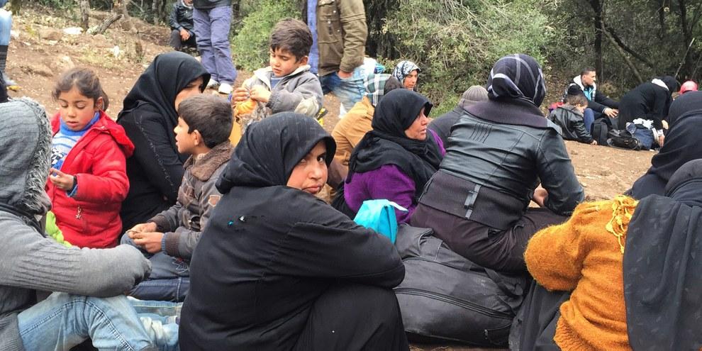 L'afflux le plus récent de réfugiés syriens à la frontière turque montre encore que l'Union européenne (UE) et d'autres pays doivent établir un programme de réinstallation depuis la Turquie, qui accueille déjà plus de 2,6 millions de réfugiés syriens, plus qu'aucun autre pays. © Amnesty International/Lindsey Snell