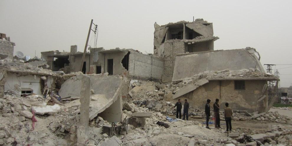 Les ruines après les tirs de missiles balistiques par le gouvernement syrien dans la province d'Alep. © Amnesty International