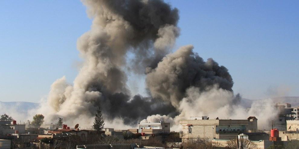 Une bombe-baril lancée depuis un hélicoptère sur la ville de Daraya, Février 2014. © Fadi Dirani/AFP/Getty Images