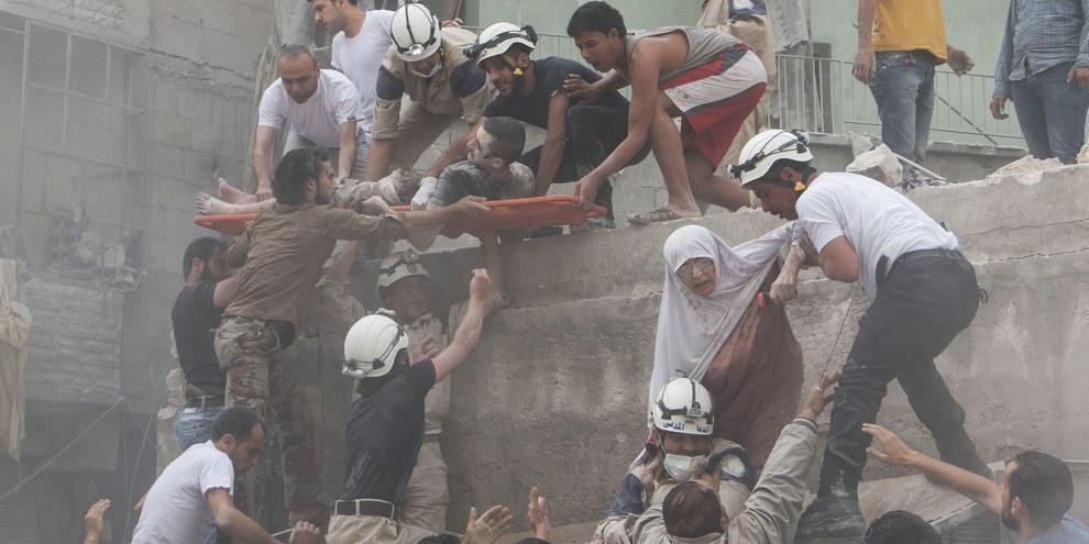 La pause de huit heures dans les bombardements annoncée par la Russie, terriblement insuffisante, ne permet pas de remplacer le libre acheminement d'une aide humanitaire impartiale ni la fin des attaques illégales. © KARAM AL-MASRI/AFP/Getty Images