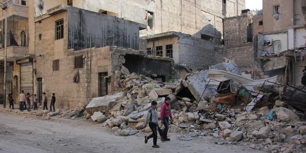 Les forces gouvernementales syriennes, avec l'appui de la Russie, ont attaqué et bombardé des civils à Alep, en Syrie, faisant des milliers de blessés et de morts. © Amnesty International / Khalil Hajjar