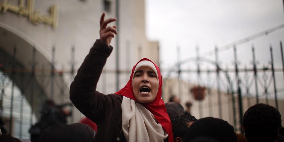 Le 10 février 2016, le tribunal de première instance de Gabès a condamné quelque 37 hommes accusés d'avoir «enfreint le couvre-feu» à des peines allant d'un à trois ans d'emprisonnement. © Christopher Furlong/Getty Images