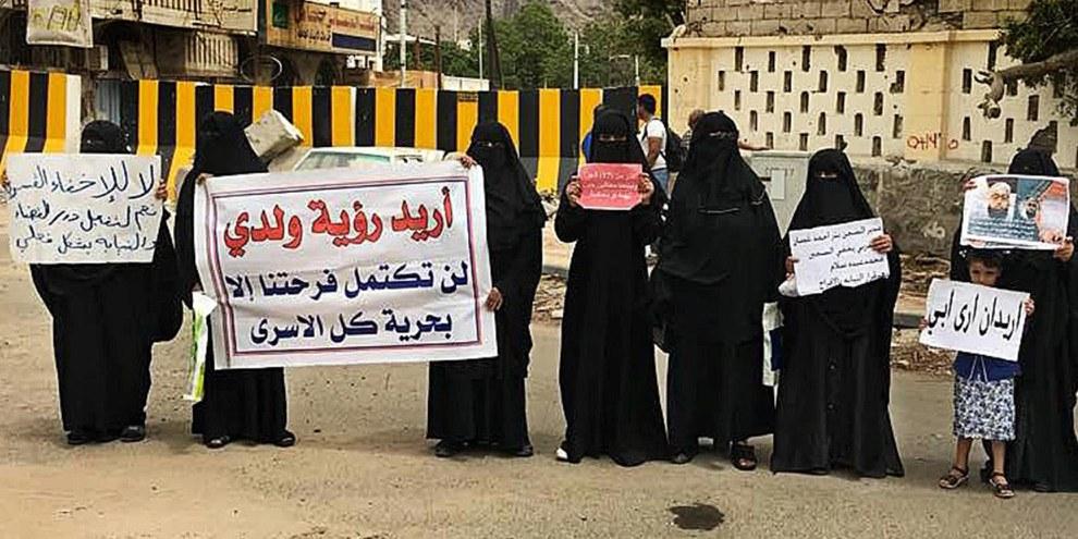 Les femmes de l'entourage des détenus et des personnes disparues manifestent à Aden et al Mukalla depuis deux ans. © Droits réservés