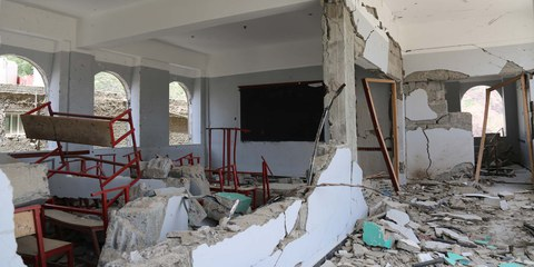 Une école détruite par une frappe aérienne menée par la coalition saoudienne sur la ville de Taiz.©  akramalrasny / shutterstock