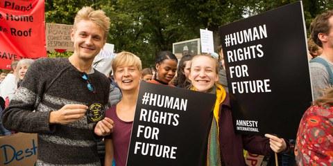 Partout dans le monde, les gens se mobilisent, y compris les plus jeunes, dans la lutte contre le changement climatique. © Amnesty International / Photo: Jarek Godlewski