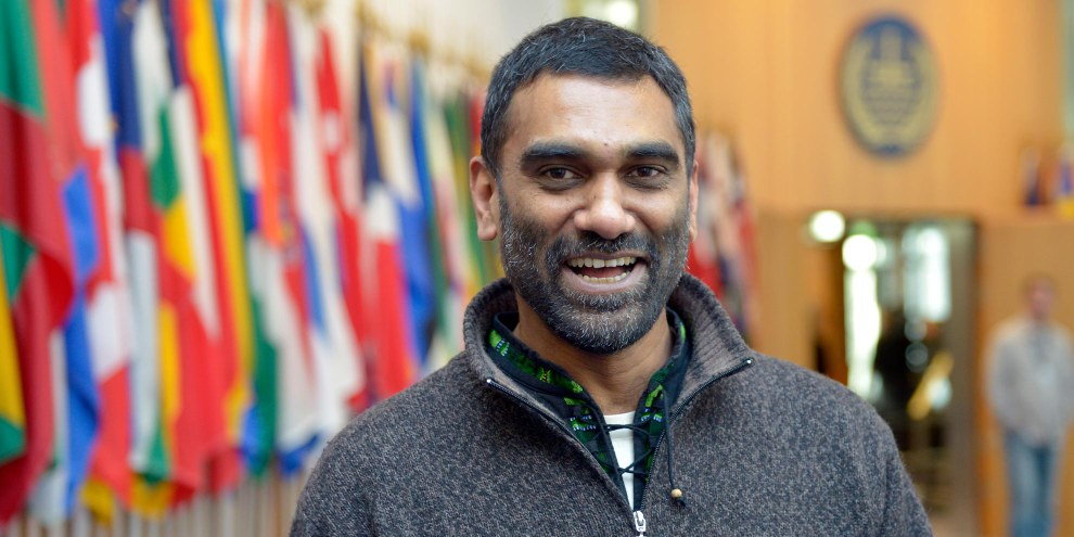 Kumi Naidoo succédera à Salil Shetty dès août 2018 à la tête du mouvement mondial d'Amnesty International. © AFP/Getty Images