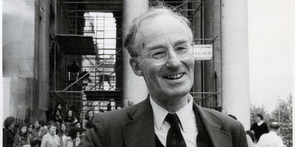 Peter Benenson, fondateur d'Amnesty International, lors du vingtième anniversaire du mouvement en 1981. © Raoul Shade