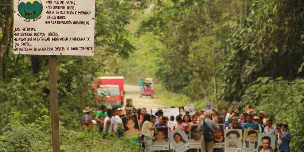 La communauté de paix de San José de Apartadó commémore chaque année ses membres tué·e·s, en particulier lors d'un massacre perpétré en 2005 par des militaires et paramilitaires. © Eduardo Acosta/PBI