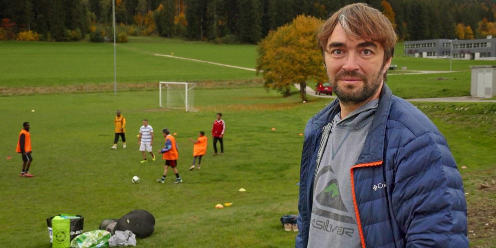 Pour Mathieu Chaignat, le football a été une manière d'entrer en contact avec des voisin·e·s dont il ne partageait pas la langue. © Amnesty International/Camille Grandjean-Jornod