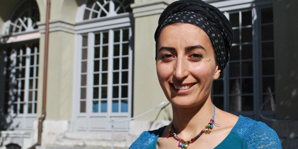« Prison, torture, interdits linguistiques – tout cela était normal pour moi. C'est en Suisse que j'ai compris qu'une autre vie était possible », raconte Sewe Karakus, arrivée il y a sept ans de Turquie. © Amnesty International/Ramin Nowzad