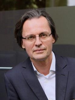 Bernhard Pörksen, né en 1969, est professeur en sciences des médias à l'Université de Tübingen. © DR