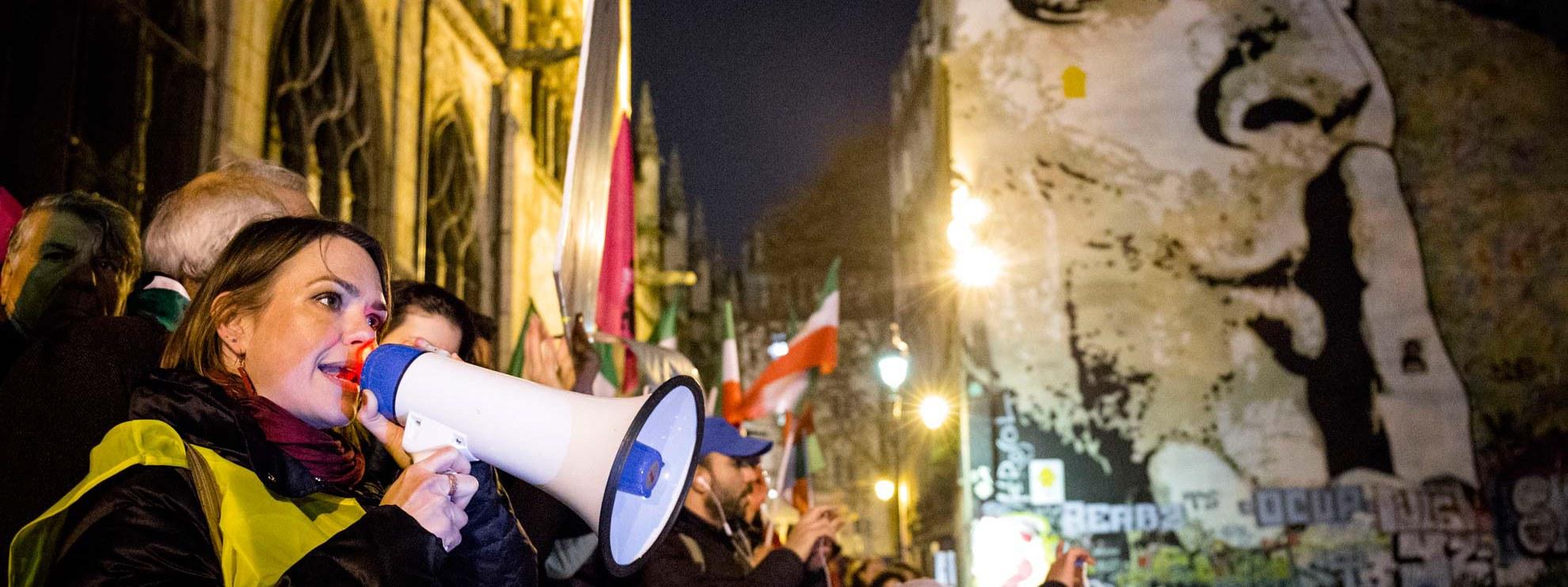 Des manifestants à Paris demandent la protection des civils d'Alep. © Pierre-Yves Brunaud / Picturetank