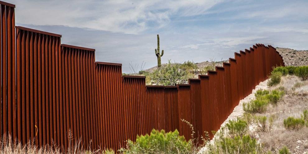 Donald Trump souhaite construire un mur entre les États-Unis et le Mexique. Il existe déjà une séparation discontinue, faite de plusieurs clôtures et murs visant à empêcher l'immigration illégale. © Chess Ocampo / Shutterstock