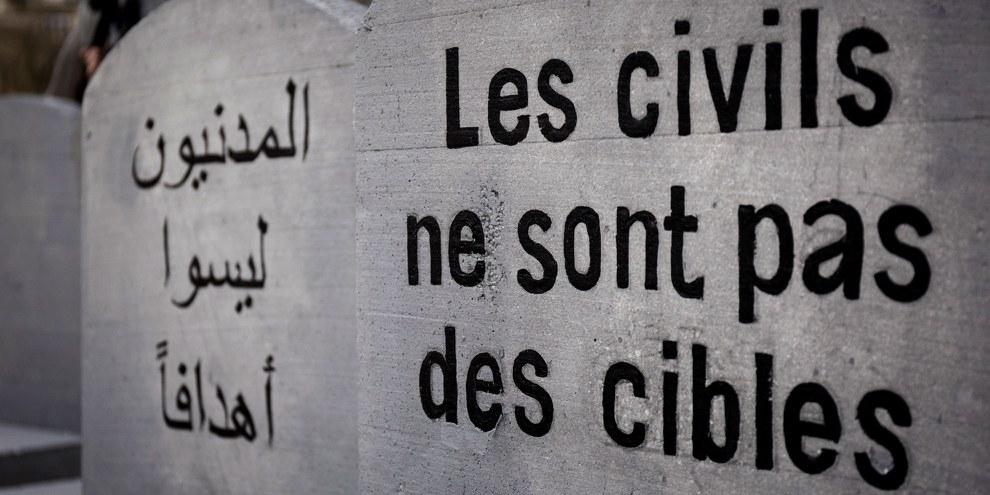 Opération d'Amnesty International, menée en 2017 aux Champs-de-Mars à Paris, pour commémorer deux ans de conflit au Yémen et dénoncer les transferts d'armes de la France à l'Arabie Saoudite et à d'autres membres de la coalition menée par l'Arabie Saoudite.