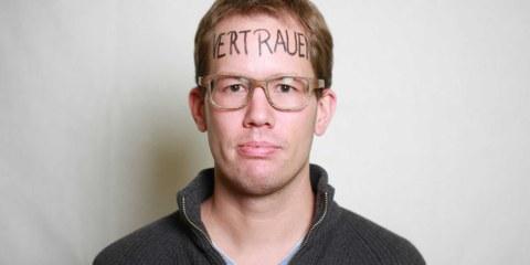 Adrian Hartmann avec le mot « confiance » inscrit sur le front. © Petar Mitrovic