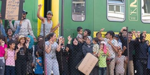 Des migrants arrêtés par la police à Bicske en Hongrie | © Getty Images