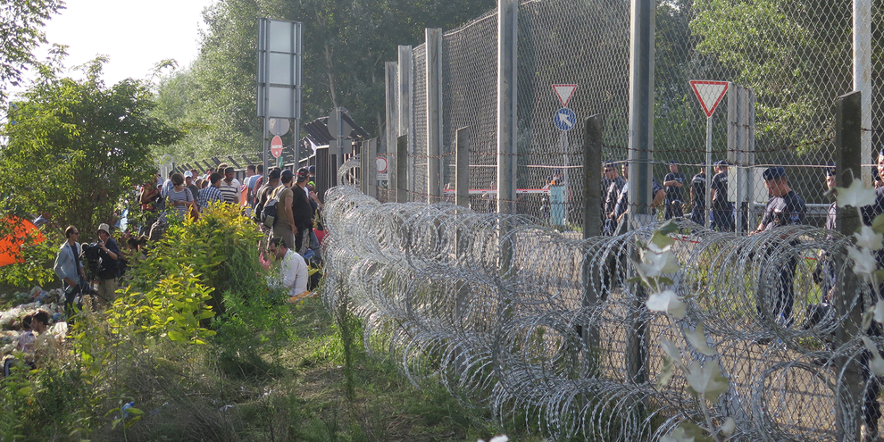 En tout, les États membres de l'UE ont construit plus de 235 kilomètres de clôtures le long de certaines frontières extérieures de l'Union.© Amnesty International