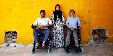 Alan et Gyan, tous deux enseignants, souffrent de dystrophie musculaire depuis leur naissance, leur fuite de Syrie représente un petit miracle.© Amnesty International