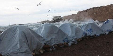 Des réfugiés sur l'île de Chios, en Grèce. © Giorgos Moutafis/Amnesty International