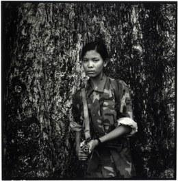 Une enfant soldate au Népal © Philip Blenkinsop