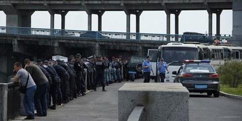 La police de Kiev conseillait aux organisateurs de la Marche d'abandonner encore 30 minutes avant. © AI