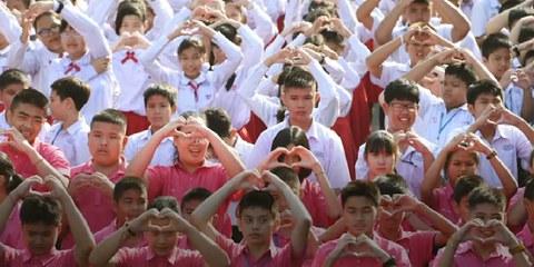 Des étudiants en Thaïlande expriment leur soutien aux personnes en Chine touchées par le virus corona. @AI