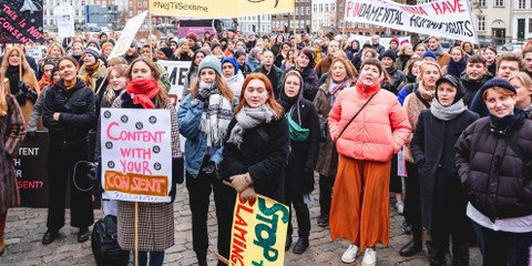 Au Danemark également, des femmes et des hommes descendent dans la rue pour une réforme de la loi sur les délits sexuels. ©Jonas Persson