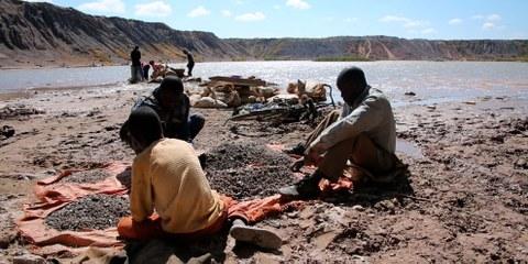Extraction de cobalt à Katanga (République démocratique du Congo) en 2015, par des travailleurs mineurs notamment. © Amnesty International