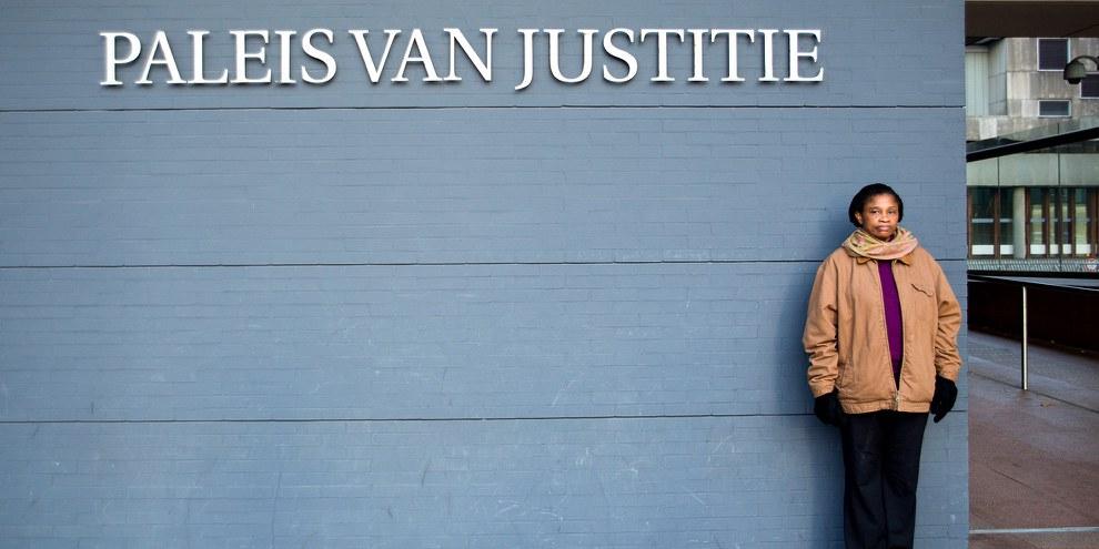 Elle poursuit Shell en justice: Esther Kiobel devant le tribunal de district de La Haye, février 2019 © Amnesty International