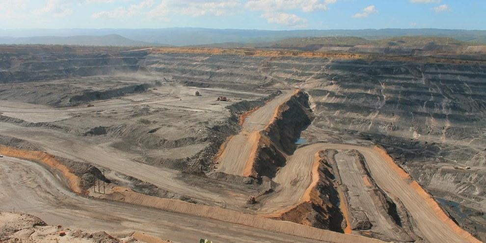 Intervention massive dans l'environnement - avec de graves conséquences également pour la population locale. Mine de charbon en Colombie. © Paola Serna / shutterstock.com