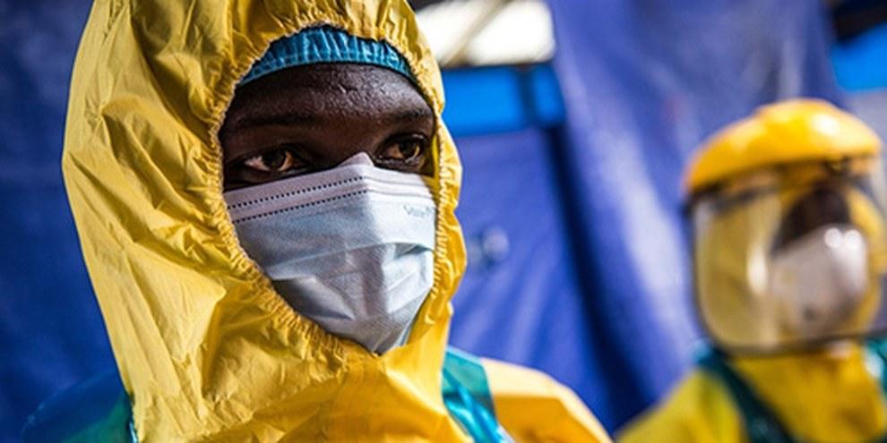 Cinq ONG, dont Amnesty ont adressé une pétition aux 20 plus grandes puissances économiques, afin qu'elles prennent des mesures concrètes pour endiguer l'épidémie. © Tommy Trenchard / Oxfam