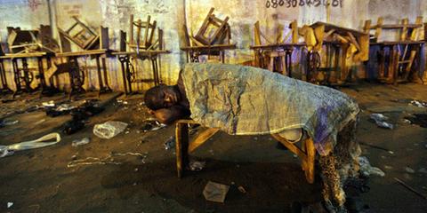 Aniedi Bassey, 16 ans, habitait Njemanze, Port Harcourt, Nigeria, avant d'être expulsé. © George Osodi / Amnesty International