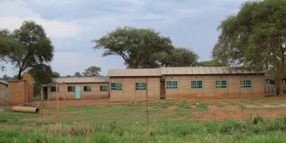 Bâtiments scolaires vides après les expulsions à Porta Farm, 2005 © AI