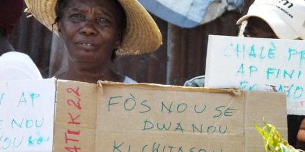 Manifestation contre les expulsions forcées à Port-au-Prince, Haïti, septembre 2011. © AI