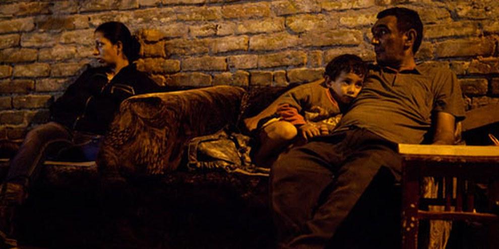 Des familles roms ont été expulsées de leur maison et se sont retrouvées à la rue, Belgrade, Serbie, août 2011. © Sanja Knezevic