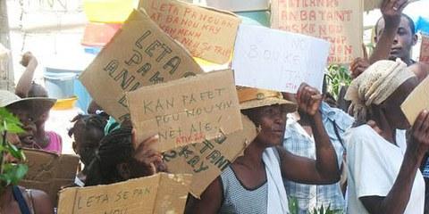 Manifestation contre les expulsions forcées à Port-au-Prince, en 2011. © AI