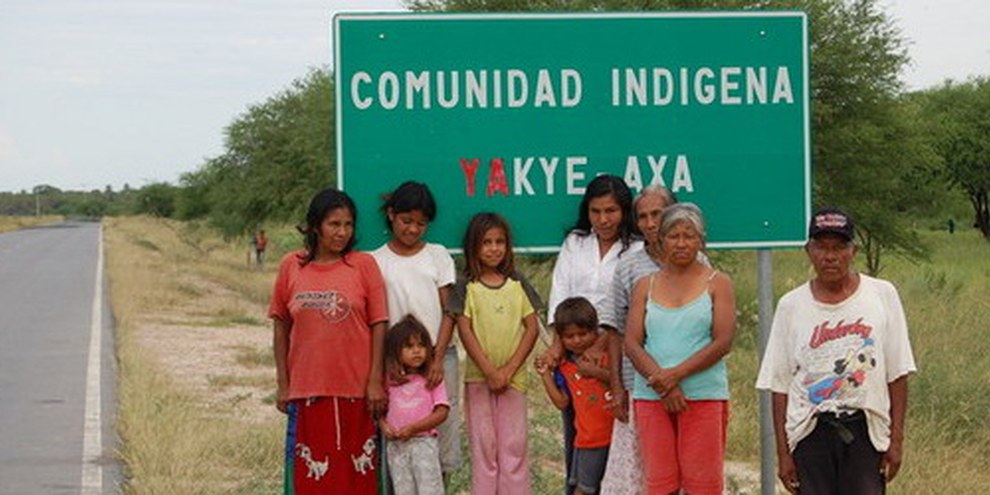 Malgré deux décisions de la Cour interaméricaine des droits de l'Homme, les Yakye Axa n'ont toujours pas récupéré leurs terres ancestrales. Paraguay, 2008. © AI