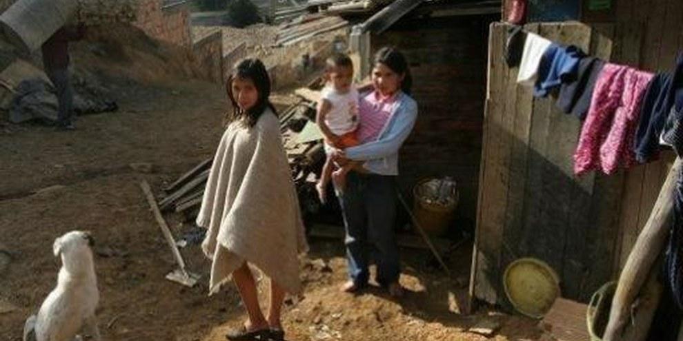 En Colomie, de nombreuses familles déplacées à cause du conflit interne vivent dans des conditions misérables dans les bidonvilles de Bogota. ©UNHCR