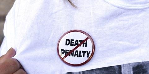 Des activistes manifestent contre l'exécution de Richard Glossip, à Oklahoma City, le 15 septembre 2015. © Reuters | Cliquer sur l'image pour plus de faits et de chiffres