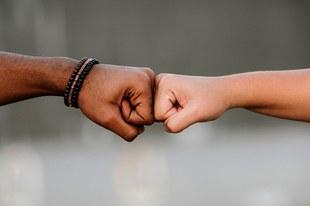 Racisme: Discrimination fondée sur l'origine, la «race» ou l'ethnicité