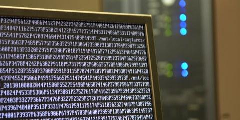 Si Apple cède à la pression du FBI, celà créerait un précédent susceptible d'encourager les gouvernements à dicter la sécurité de logiciels qui protègent la vie privée de millions de personnes.© Bob Mical