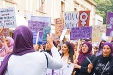 No alla discriminazione, no al divieto del burqa
