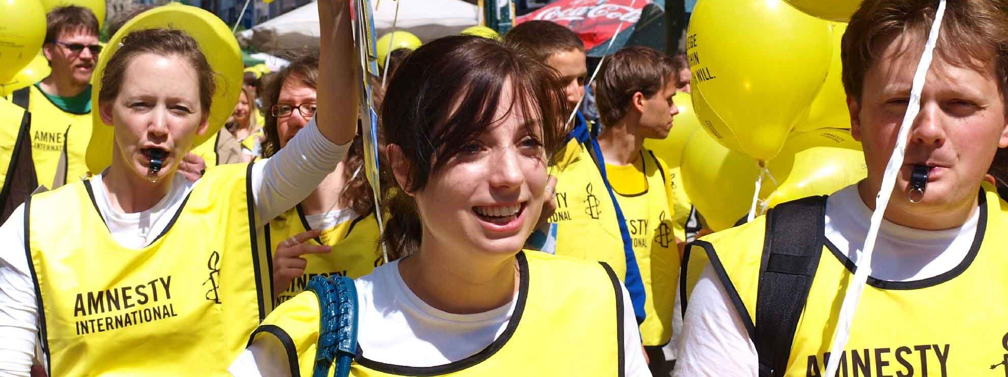 Attivisti di Amnesty International manifestano in piazza © Amnesty International