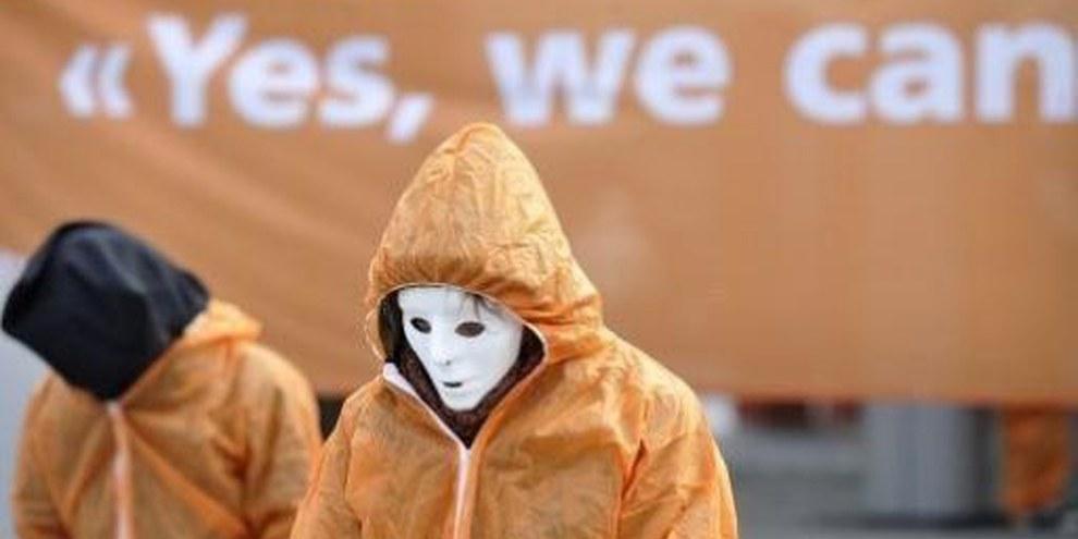 Azione simbolica organizzata da Amnesty International in occasione del 7° anniversario dell'apertura di Guantanamo, a Berna il 10 gennaio 2009.© Valérie Chételat