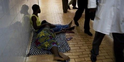 Penuria di letti: un ospedale in Burkina Faso © Anna Kari