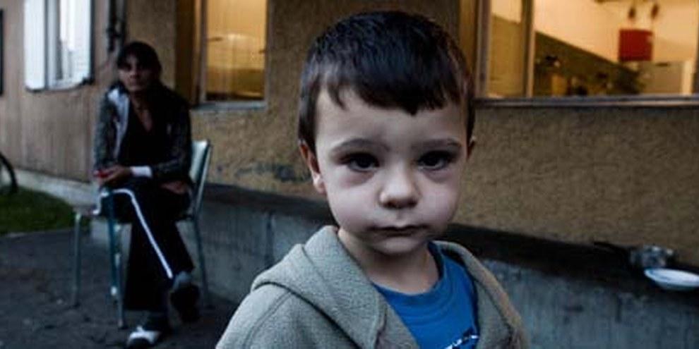 Davanti alle baracche del centro per l'aiuto urgente a Zurigo. © Jacek Pulawski
