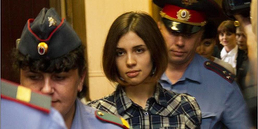Nadezhda Tolokonnikova all'uscita dell'udienza.